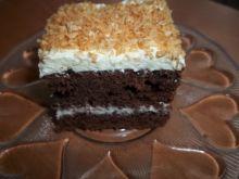 Ciasto czekoladowe z kremem i wiórkami