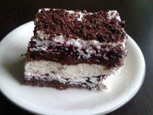 Ciasto czekoladowe z kremem serowym i porzeczkami