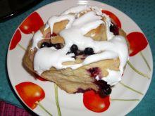 Ciasto drożdżowe - lukrowane z owocami