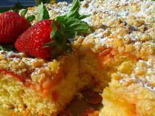 Ciasto drożdżowe z rabarbarem i truskawkami