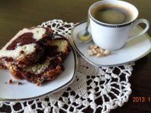 Ciasto dwukolorowe z posypką z orzeszków