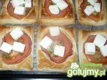 Ciasto francuskie z pomidorem i fetą