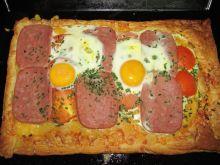 Ciasto francuskie z pomidorem i mielonką