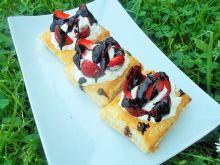 Ciasto francuskie z truskawkami