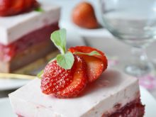 Ciasto grysikowe z nutellą i truskawkami