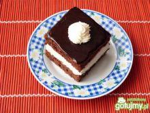 Ciasto kakaowe z bitą śmietaną
