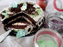 Ciasto kakaowe z kremem i brzoskwiniami