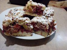 Ciasto kruche orzechowe z rabarbarem i truskawkami