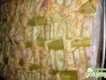 Ciasto kruche z rabarbarem w kawałkach