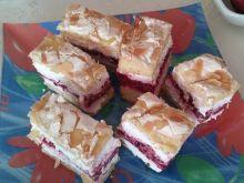 Ciasto malinowe pod pianką migdałową