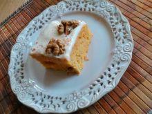 Ciasto marchewkowe z polewą i orzechami