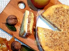 Ciasto miodowe z jabłkami i orzechami