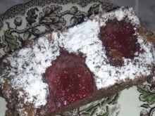 Ciasto mocno orzechowe z truskawkami