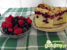 Ciasto na maślance z owocami leśnymi