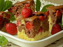 Ciasto na maślance z truskawkami