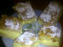 Ciasto na spodzie herbatnikowym z pianką