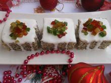 Ciasto piegusek z lukrem i kandyzowanymi owocami