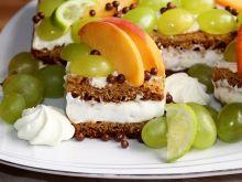 Ciasto podwójnie miodowe z kremem i owocami