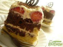 Ciasto przekładane truskawkami