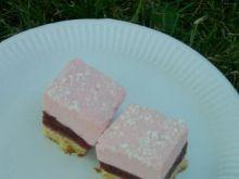 Ciasto truskawkowe z mleczną pianką