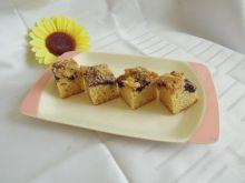 Ciasto ucierane na maślance z owocami i kruszonką