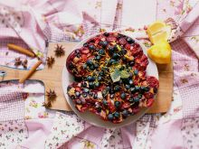 Ciasto ucierane z leśnymi owocami