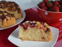 Ciasto ucierane z truskawkami i marcepanem