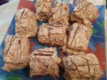 Ciasto z advocatem pod pianką kokosową