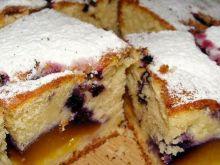 Ciasto z brzoskwiniami i jagodami