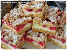 Ciasto z budyniową pianką i porzeczkami