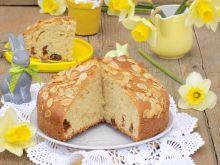 Ciasto z daktylami i płatkami migdałowymi