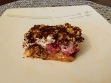 Ciasto z kajmakiem, wiśniami i orzechami