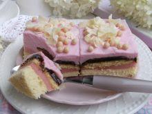 Ciasto z kremem budyniowym i śmietankową pianką