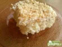 Ciasto z kremem i wiórkami kokosowymi