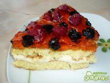 Ciasto z kremem waniliowym i owocami