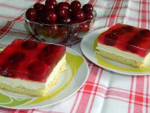 Ciasto z kremem, wiśniami i galaretką