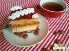 Ciasto z krówką, budyniem i ciasteczkami