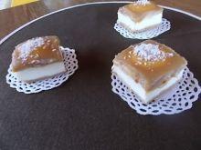 Ciasto z manną na miodowym spodzie
