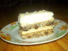 Ciasto z masą chałwową i bitą śmietaną