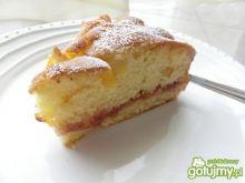 Ciasto z morelami, przełożone konfiturą.