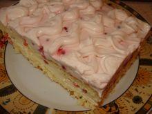 Ciasto z porzeczkami kremem i bitą śmietaną