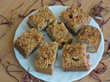 Ciasto z rabarbarem i orzechową kruszonką