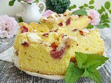 Ciasto z truskawkami i białą czekoladą