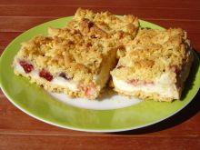 Ciasto ze śliwkami i budyniową pianką