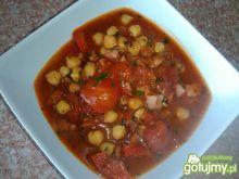 Ciecierzyca w pomidorach na ostro