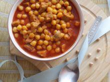Ciecierzyca z białą kiełbasą w sosie pomidorowym