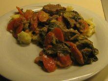 Cielecina z marchewka i salata
