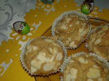 Ciemne babeczki o smaku amaretto z migdałami