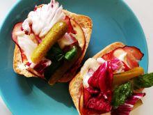 Ciepłe kanapki z szynką i serem wędzonym