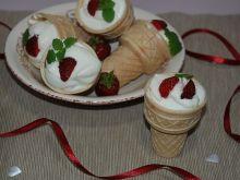 Ciepłe lody z truskawkami